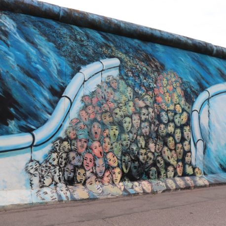 wall-2786538_1920